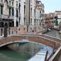 Отель Residence Ai Carmini Hotel Италия, Венеция - отзывы, цены и фото номеров - забронировать отель Residence Ai Carmini Hotel онлайн приотельная территория фото 2