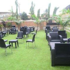 Отель Ritz-Carinton Suites Нигерия, Энугу - отзывы, цены и фото номеров - забронировать отель Ritz-Carinton Suites онлайн гостиничный бар
