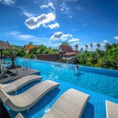 Отель Andaman Beach Suites Пхукет бассейн фото 2