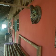 Отель Stumble Inn Eco Lodge Гана, Шама - отзывы, цены и фото номеров - забронировать отель Stumble Inn Eco Lodge онлайн интерьер отеля
