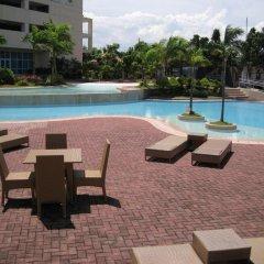 Отель La Mirada Residences Филиппины, Лапу-Лапу - отзывы, цены и фото номеров - забронировать отель La Mirada Residences онлайн бассейн фото 3