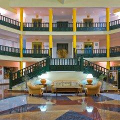 Отель Blue Sea Costa Bastián интерьер отеля