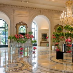 Отель Four Seasons George V Париж интерьер отеля