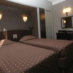 Hotel Victor Massé сейф в номере