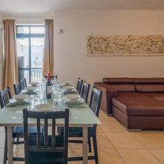 Отель Seashells Self Catering Apartment Мальта, Буджибба - отзывы, цены и фото номеров - забронировать отель Seashells Self Catering Apartment онлайн комната для гостей фото 2