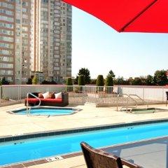 Отель Hilton Vancouver Metrotown Канада, Бурнаби - отзывы, цены и фото номеров - забронировать отель Hilton Vancouver Metrotown онлайн бассейн фото 2
