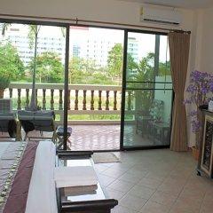 Отель Chang Charlie Inn Таиланд, Паттайя - отзывы, цены и фото номеров - забронировать отель Chang Charlie Inn онлайн балкон