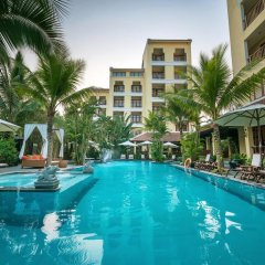 Essence Hoi An Hotel & Spa бассейн