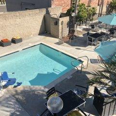 Hotel Le Reve Pasadena бассейн