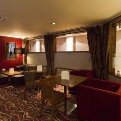 Отель Premier Inn London Kensington развлечения