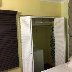 Отель Abacus Jamaica the Zana Suite сейф в номере