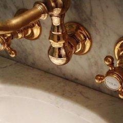Отель The Marlton Hotel США, Нью-Йорк - отзывы, цены и фото номеров - забронировать отель The Marlton Hotel онлайн ванная фото 3