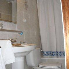 Отель Hostal Riesco Испания, Мадрид - отзывы, цены и фото номеров - забронировать отель Hostal Riesco онлайн ванная фото 2