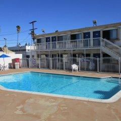 Отель Motel 6 Canoga Park США, Лос-Анджелес - отзывы, цены и фото номеров - забронировать отель Motel 6 Canoga Park онлайн бассейн
