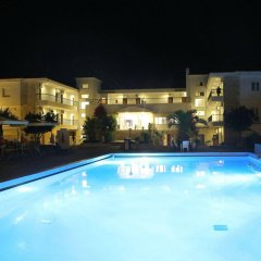 Отель Hilltop Hotel Греция, Ханиотис - отзывы, цены и фото номеров - забронировать отель Hilltop Hotel онлайн бассейн