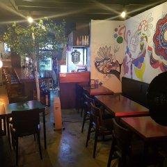 Отель Jinho's Black Whale Guesthouse & Bar гостиничный бар