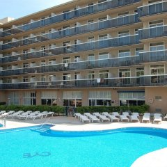 Отель Aparthotel CYE Holiday Centre Испания, Салоу - 4 отзыва об отеле, цены и фото номеров - забронировать отель Aparthotel CYE Holiday Centre онлайн бассейн фото 3