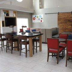 Отель Charter Inn and Suites питание фото 3