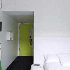 Отель Gat Point Charlie сейф в номере