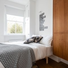 Отель The Notting Hill Nook - Bright & Quiet 2BDR Apartment Великобритания, Лондон - отзывы, цены и фото номеров - забронировать отель The Notting Hill Nook - Bright & Quiet 2BDR Apartment онлайн комната для гостей фото 4