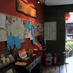 Отель Beehome International Youth Hostel- Lujiazui Китай, Шанхай - отзывы, цены и фото номеров - забронировать отель Beehome International Youth Hostel- Lujiazui онлайн гостиничный бар