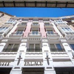 Отель Petit Palace Plaza de la Reina пляж