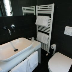 Q Hotel Римини ванная