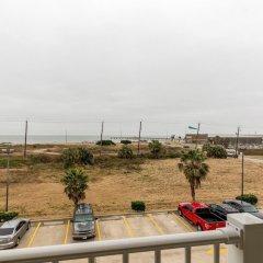 Отель Comfort Suites Galveston США, Галвестон - отзывы, цены и фото номеров - забронировать отель Comfort Suites Galveston онлайн балкон