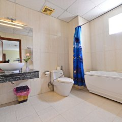 Отель Thang Long Nha Trang Вьетнам, Нячанг - 2 отзыва об отеле, цены и фото номеров - забронировать отель Thang Long Nha Trang онлайн ванная