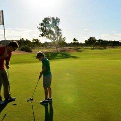 Отель Crowne Plaza Alice Springs Lasseters спортивное сооружение
