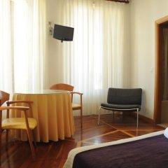 Отель Hostal Luis XV удобства в номере