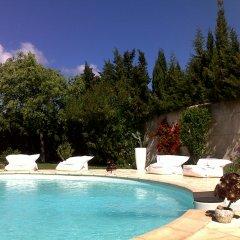 Отель Le Mas de la Treille Bed & Breakfast бассейн