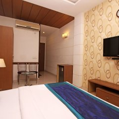 OYO 2791 Hotel Arina Inn удобства в номере
