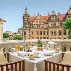 Отель Taschenbergpalais Kempinski Германия, Дрезден - 6 отзывов об отеле, цены и фото номеров - забронировать отель Taschenbergpalais Kempinski онлайн балкон