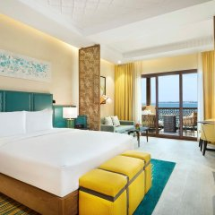 Отель DoubleTree by Hilton Resort & Spa Marjan Island 5* Стандартный номер с двуспальной кроватью фото 3