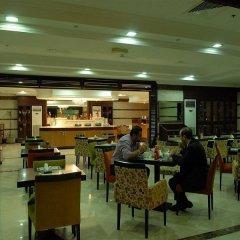Al Manar Hotel Apartments гостиничный бар