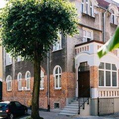 Апартаменты Sanhaus Apartments - Fiszera парковка