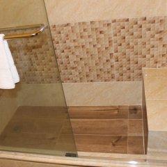 Отель Zades Vacation Home ванная