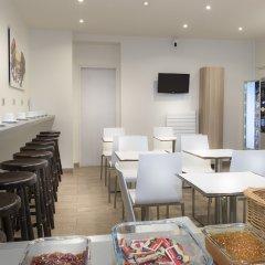 Enjoy Hostel Париж гостиничный бар