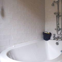 Отель Stylish 1 Bedroom Flat With A Beautiful Garden Лондон ванная