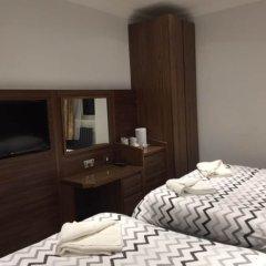 Отель Leisure Inn сейф в номере