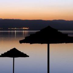 Отель Dead Sea Marriott Resort & Spa Иордания, Сваймех - отзывы, цены и фото номеров - забронировать отель Dead Sea Marriott Resort & Spa онлайн приотельная территория