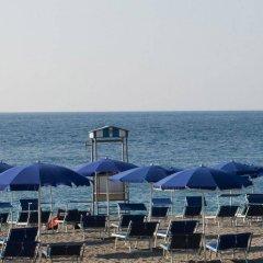 Отель Sant Alphio Garden Hotel & Spa (Giardini Naxos) Италия, Джардини Наксос - 2 отзыва об отеле, цены и фото номеров - забронировать отель Sant Alphio Garden Hotel & Spa (Giardini Naxos) онлайн пляж фото 2