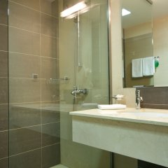 Гостиница AZIMUT Hotel FREESTYLE Rosa Khutor в Эсто-Садке - забронировать гостиницу AZIMUT Hotel FREESTYLE Rosa Khutor, цены и фото номеров Эсто-Садок ванная фото 2