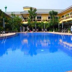 Отель Bacchus Home Resort бассейн