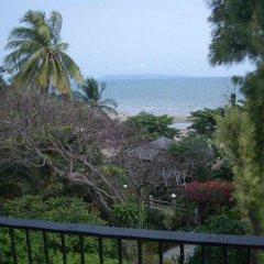 Отель Momchailai Beach Retreat пляж