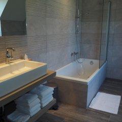Отель Charmehotel Het Bloemenhof Бельгия, Брюгге - отзывы, цены и фото номеров - забронировать отель Charmehotel Het Bloemenhof онлайн ванная фото 2