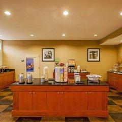 Отель Hampton Inn New York - LaGuardia Airport США, Нью-Йорк - отзывы, цены и фото номеров - забронировать отель Hampton Inn New York - LaGuardia Airport онлайн питание фото 3