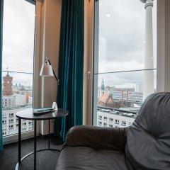 Отель Motel One Berlin-Alexanderplatz Германия, Берлин - 1 отзыв об отеле, цены и фото номеров - забронировать отель Motel One Berlin-Alexanderplatz онлайн комната для гостей фото 5