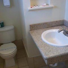 Отель Holiday Motel Oakdale ванная фото 2